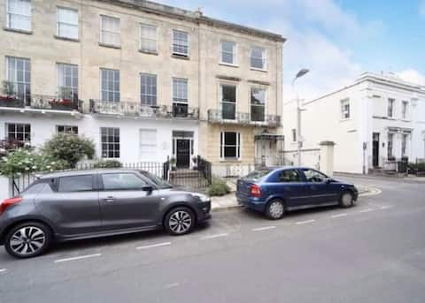 Chic Apt in Central Cheltenham with special offer
