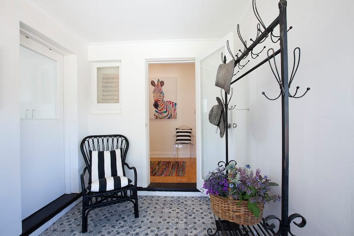 Australian Luxury Stays - THE WHITE HOUSE