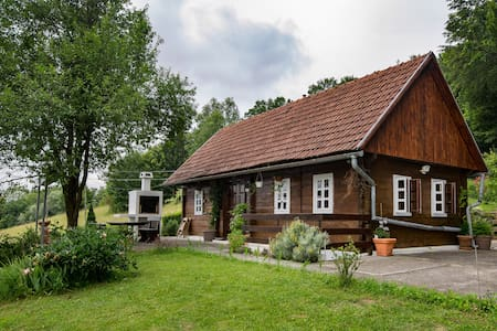 'Hizica' - small wooden house in the countryside - Velika Horvatska - Huis