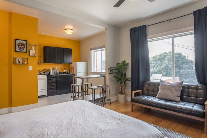 Bright Los Feliz Apartment | Free Coffee