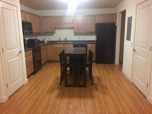 Private and Brand New - Minutes from Downtown - Burlington - Pis