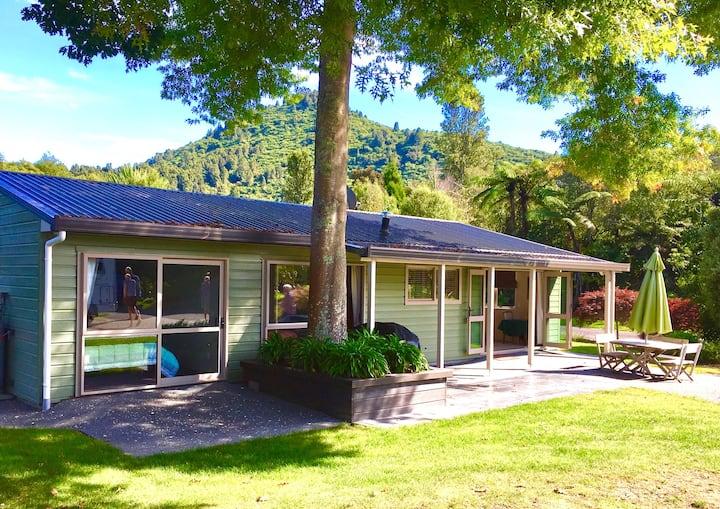 Te Miro Lakeside Cottage.  Lake Tarawera. Rotorua.