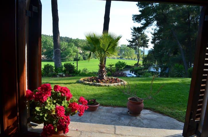 ground floor house with garden - Σάνη