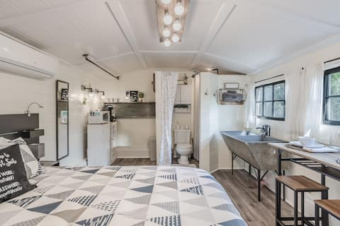 Cornell Cottage - Quaint & Cozy w/Outdoor Kitchen