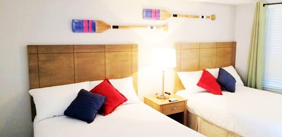 Bedroom 2 Queen Beds