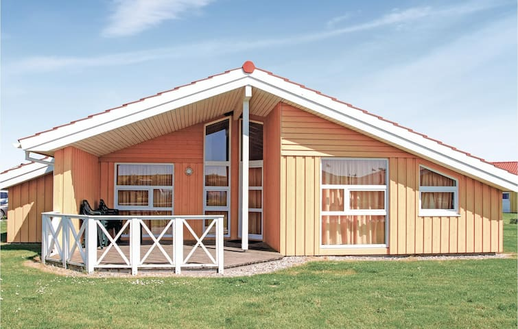 Holiday cottage with 4 bedrooms on 141m² in Friedrichskoog