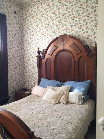 Princess Crystal Room - 1873 Victorian Rose