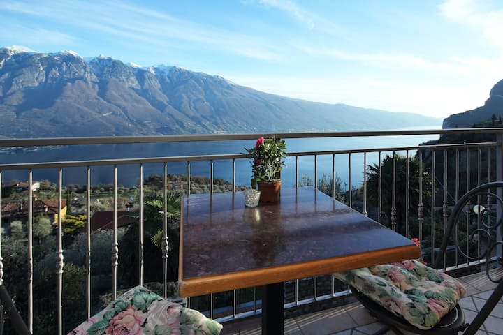 With a balcony, lake view and pool – Apartment Elka 8