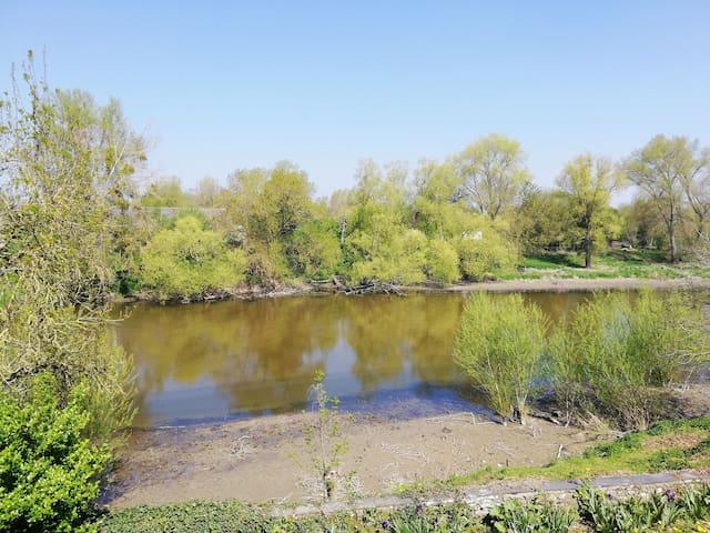 Chambre avec vue sur la rivière