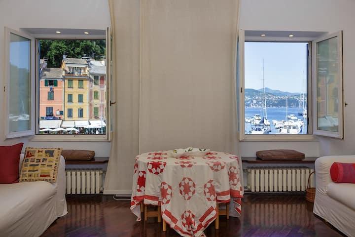 Breathtaking view Piazzetta Portofino and the Sea