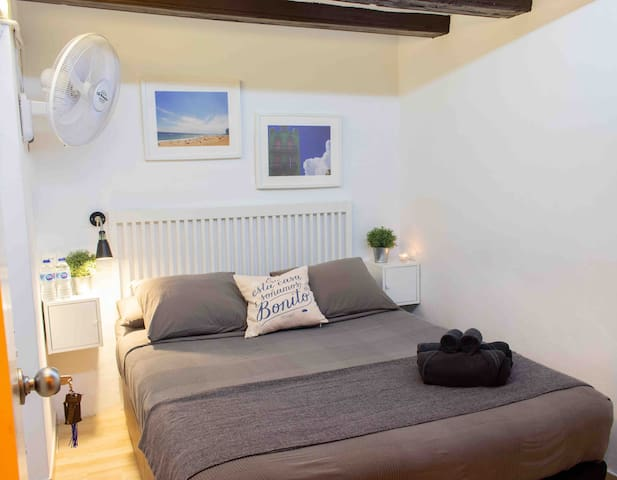 Double room in BCN Center. Heating