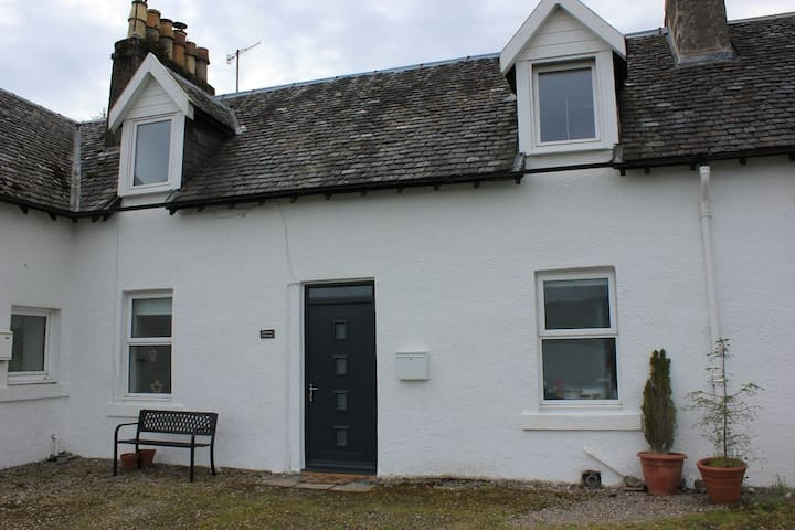 Finnan Cottage (overlooking Loch Fyne)