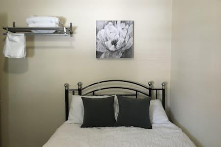 Hicksville Room 13 - 아파트