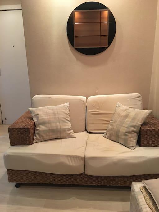 Sala: Vista do sofá.