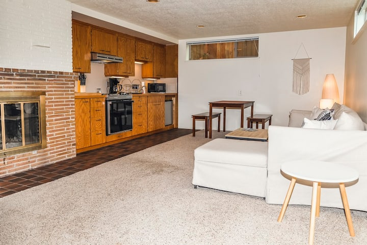 Cozy Private Ravenna Suite, 10 Minutes from UW!