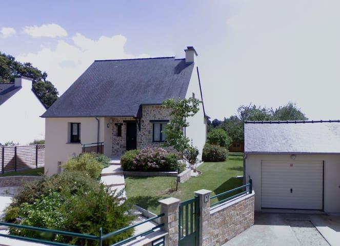Jolie maison avec grand jardin à 5 min de Rennes - Vern-sur-Seiche - Dům