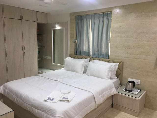Studio Apartment in the heart of South Bombay