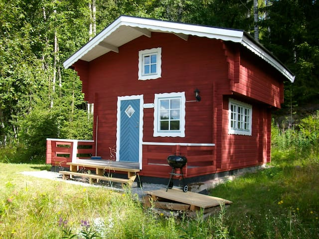 Charming Cosy Cottage 'Blåbär' with Lake view.