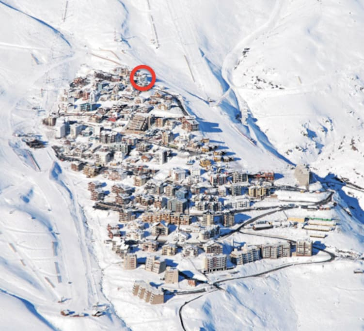 Apartment is located in the highest spot in La Parva, with direct skiing access to both Parva Chica and Las Vegas slopes.