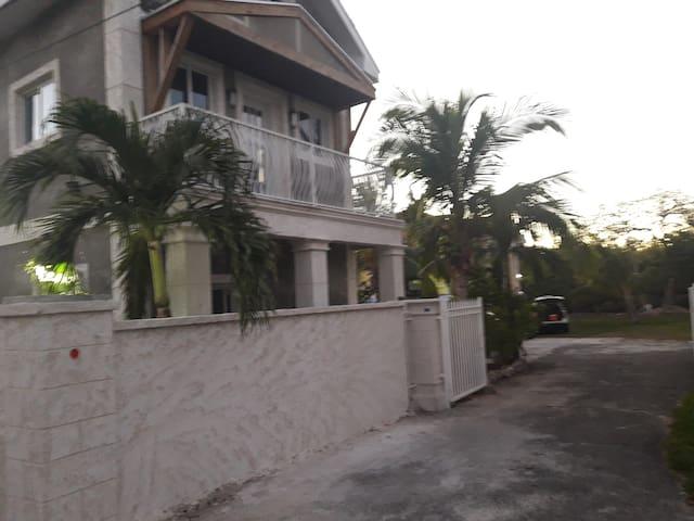 Forbes Retreat; Pay less & get more - Nassau - Mobilyalı daire