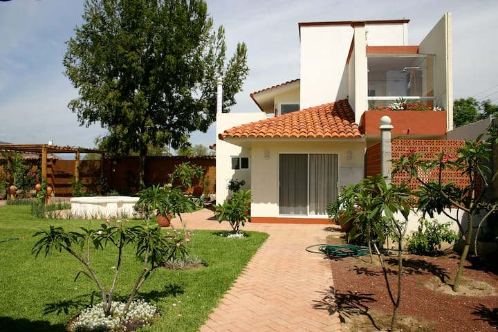 Casa c/amplio jardín a 15m del centro Y 5m al Tule - Oaxaca  - Rumah