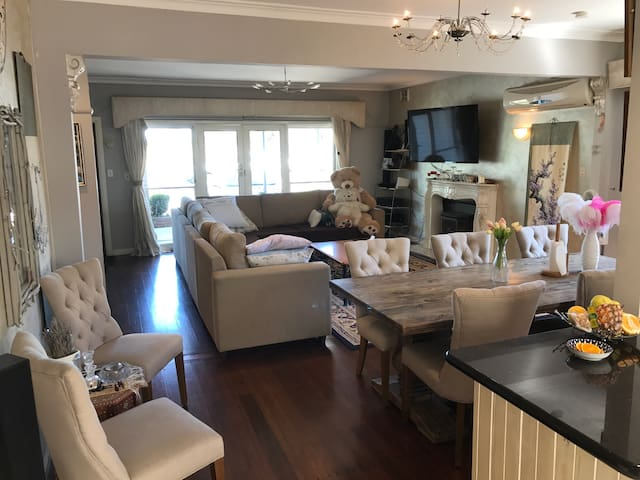 Deen and Kelly's House - Altona North - Hus