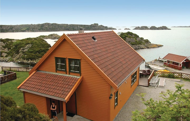Amazing home in Kvalavåg with Sauna and 4 Bedrooms