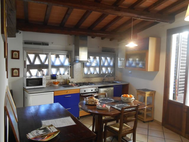 Lovely Tuscan apartment - Ugnano - Hus