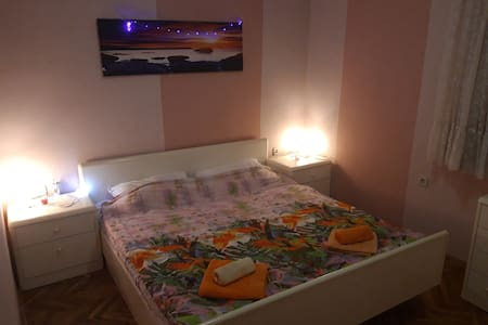 Very private room or apartment for couple or singl