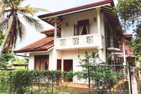 姑娘家别墅有转角。Lovely & Fashion  villa - Negombo - Haus