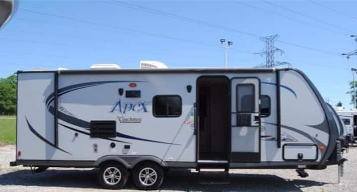 "2015 RV 26"" ULTRA LITE TRAVEL TRAILER FOR RENT"