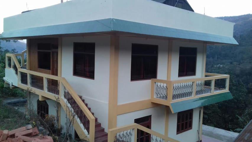 Pujan Sebjay Homestay - Darjeeling - House