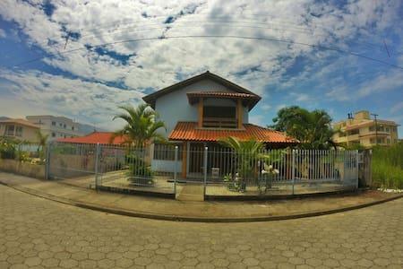 Casa de praia descanso e laser! - Governador Celso Ramos - Hus