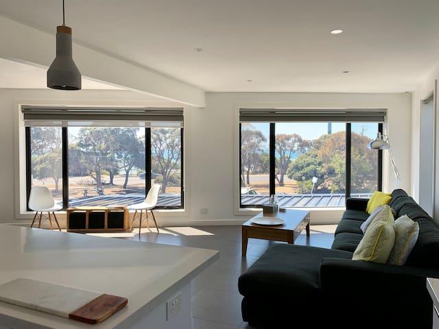 Modern apartment in premium Blairgowrie location