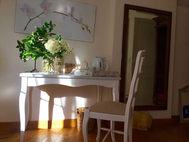Maison d'hôtes de charme - Les Bouvreuils - Vaucresson - Bed & Breakfast