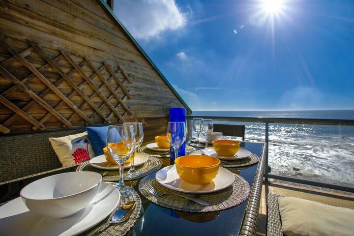 Oceanfront Malibu Loft with Billion Dollar Views!