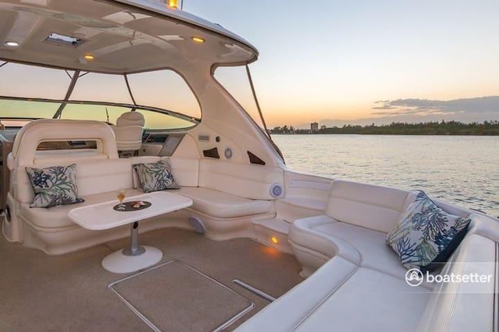 Luxury Yacht Charter on Lake Washington Lido 60