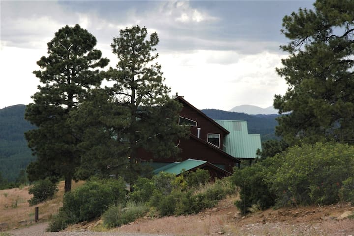 Black Bear Lodge/Beautiful Cabin in the Ponderosas