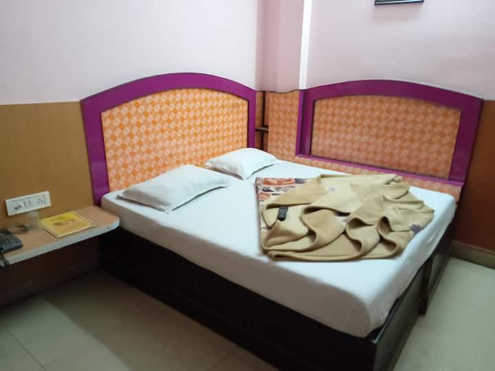 traveller budget room@near New delhi rly station