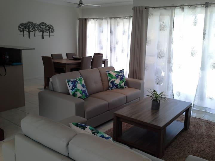 Eucalyptus Shades/ New 3 Bedroom Duplex/Pets/Kids