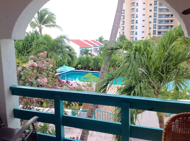 Condo near Mullet Bay Beach, with Pool - Lowlands - Departamento