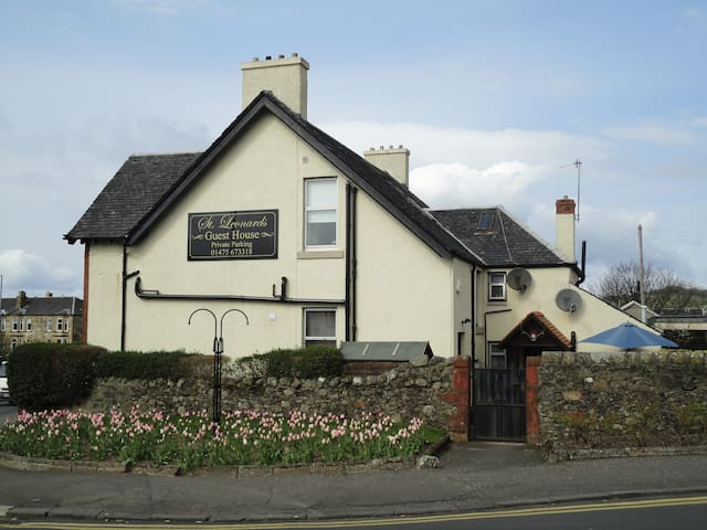 ST LEONARD'S GUEST HOUSE - Largs - Bed & Breakfast