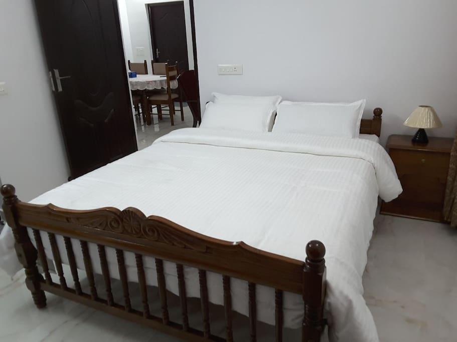 White Pearl Homestay - real wood furniture