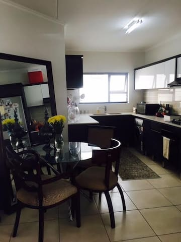 Beautiful cosy home in Greenstone, Johannesburg - Lethabong - Квартира