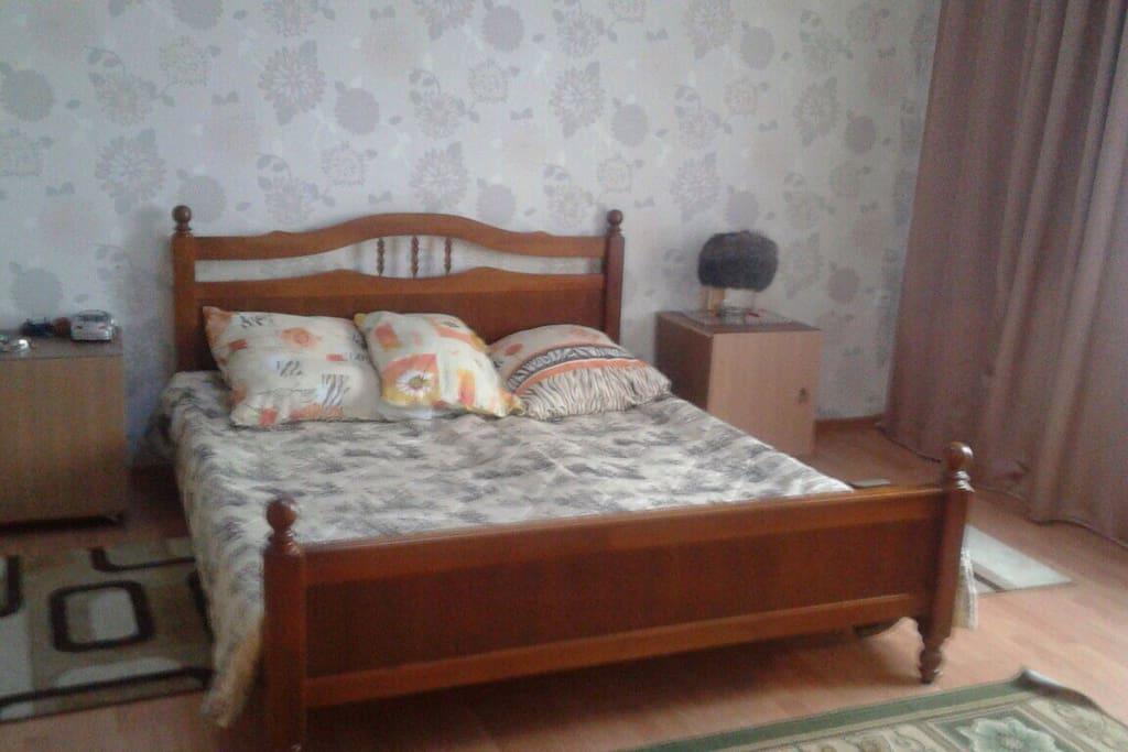 Спальня 2 ( 2-х спальная кровать, тумбочки , шкаф)