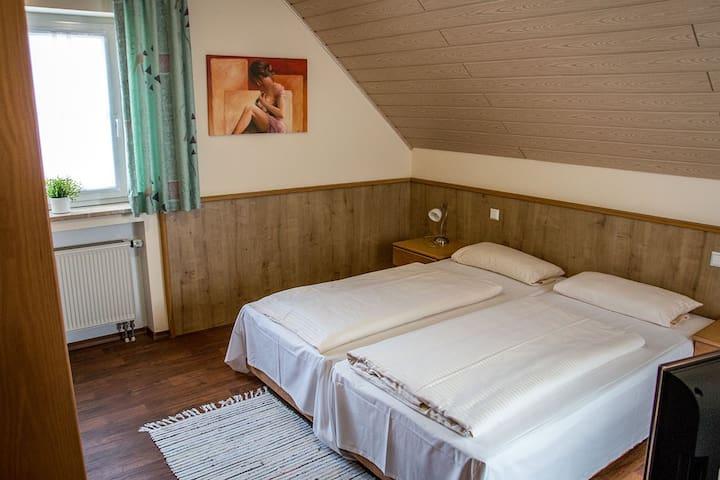 """Gasthof """"Zum Ochsen"""" (Waldstetten), Doppelzimmer komfortabel ausgestattet, in ruhiger Lage"""