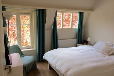 Nice clean modern room in Haarlem - Rumah