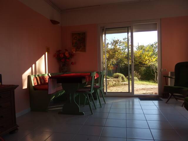 Logement dans un jardin - Barjac - Appartement