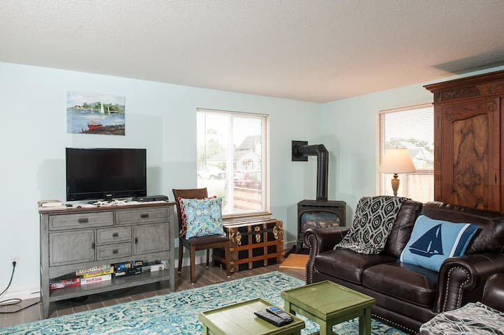 Explore Seaside from this beautiful 3-bedroom home just moments to the sand!
