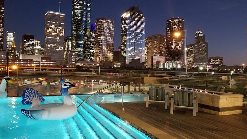 Beautiful Luxurious Condo Downtown/Memorial Area